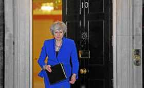 Theresa May sigue al frente